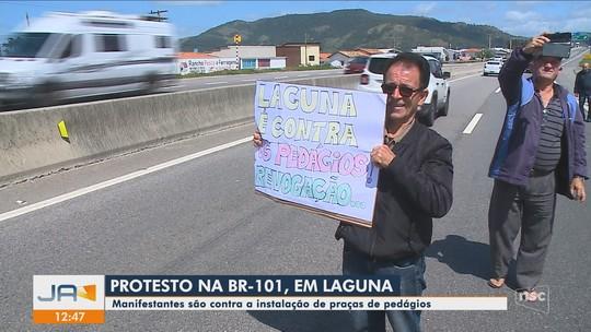Manifestantes fazem ato contra instalação de praças de pedágios no trecho Sul da BR-101