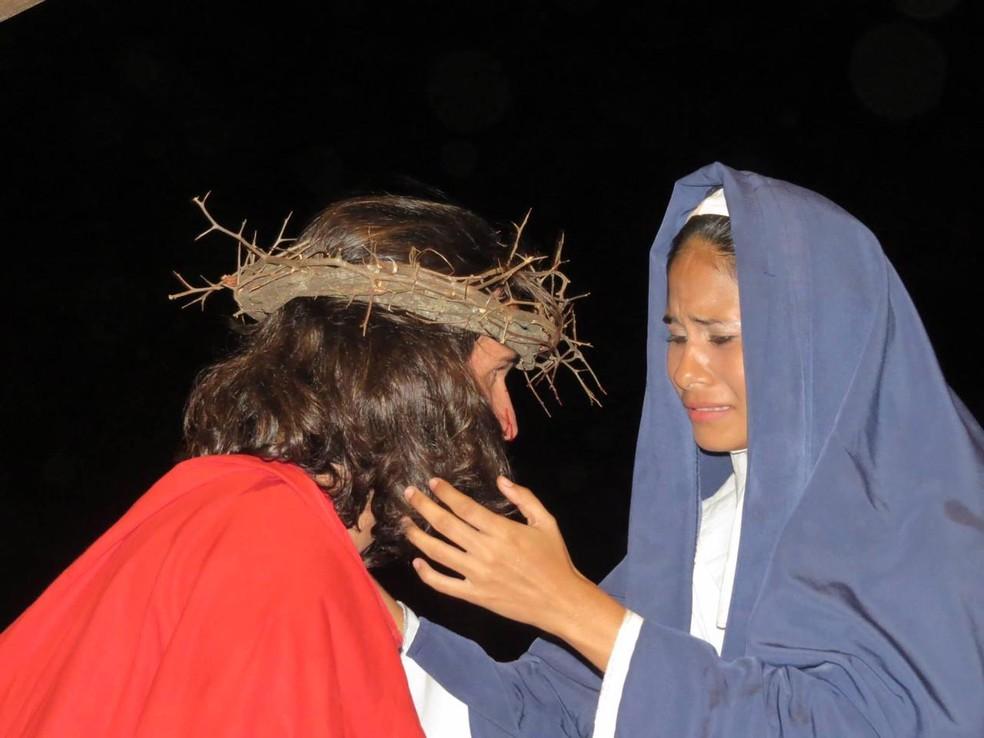 Encenação da paixão de Cristo foi encenada com elenco reduzido em Búzios; transmissão será às 19h desta sexta-feira (2) — Foto: Divulgação/Pascom Paróquia de Búzios