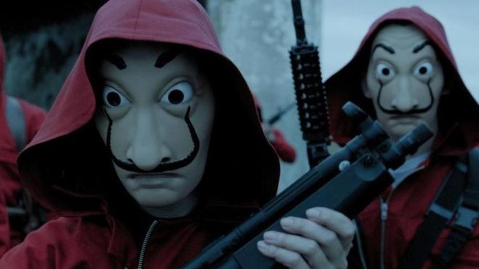 As máscaras de Dalí que os criminosos da série usam são ao mesmo tempo assustadoras e incrivelmente legais — Foto: Netflix