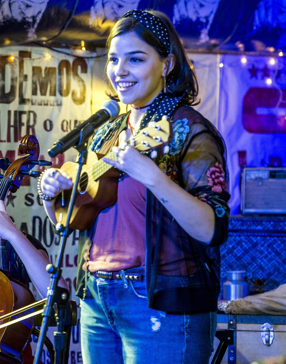 Keyla ( Gabriela Medvedovski ) toca e canta na Balada Cultural em 'Malhação - Viva a Diferença' — Foto: Estevam Avellar/Globo