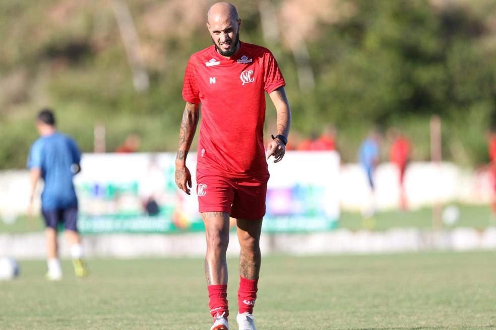 Paulinho só fez duas partidas pelo Timbu — Foto: Marlon Costa/Pernambuco Press