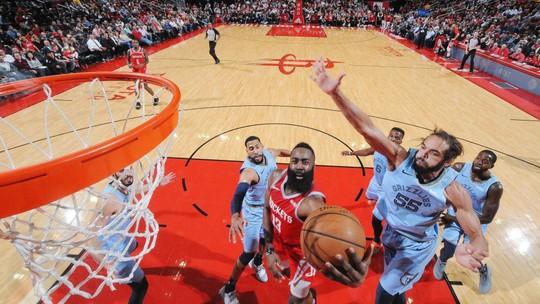 Rockets vencem os Grizzlies em noite de 57 pontos e marca histórica de James Harden