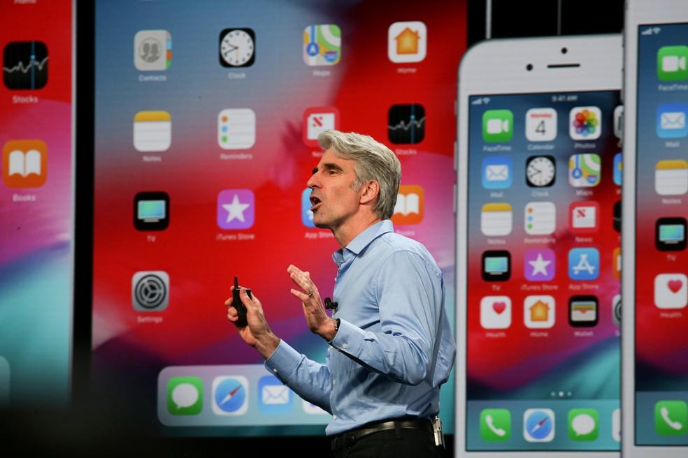 Craig Federighi, vice-presidente de engenharia de software da Apple, durante apresentação do iOS 12. (Foto: Elijah Nouvelage/Reuters)