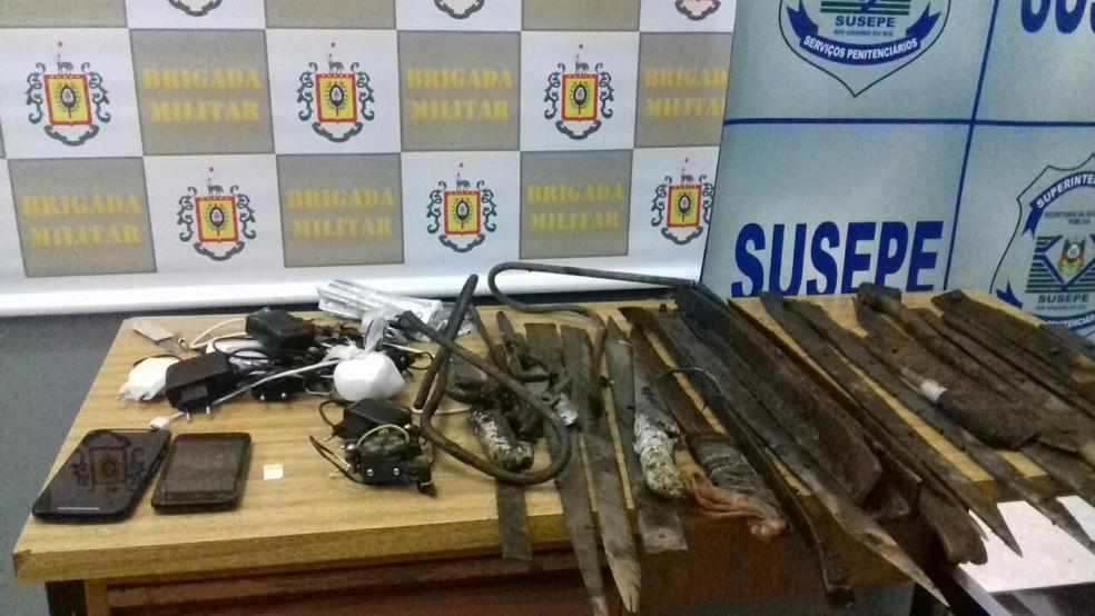 Outros materiais além da dinamite também foram apreendidos pela BM e Susepe (Foto: Divulgação/Brigada Militar)