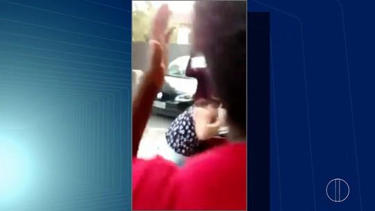 Mulher leva golpes de canivete de ex-companheiro na rua; vídeo flagra ação