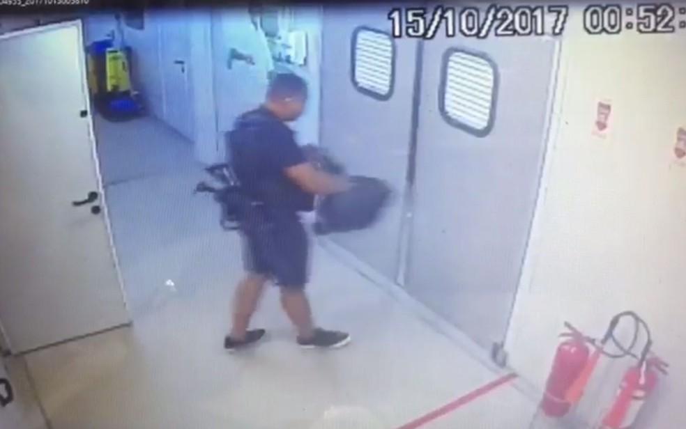 Criminosos armados invadiram UPA da Maré (Foto: Divulgação Polícia Civil)