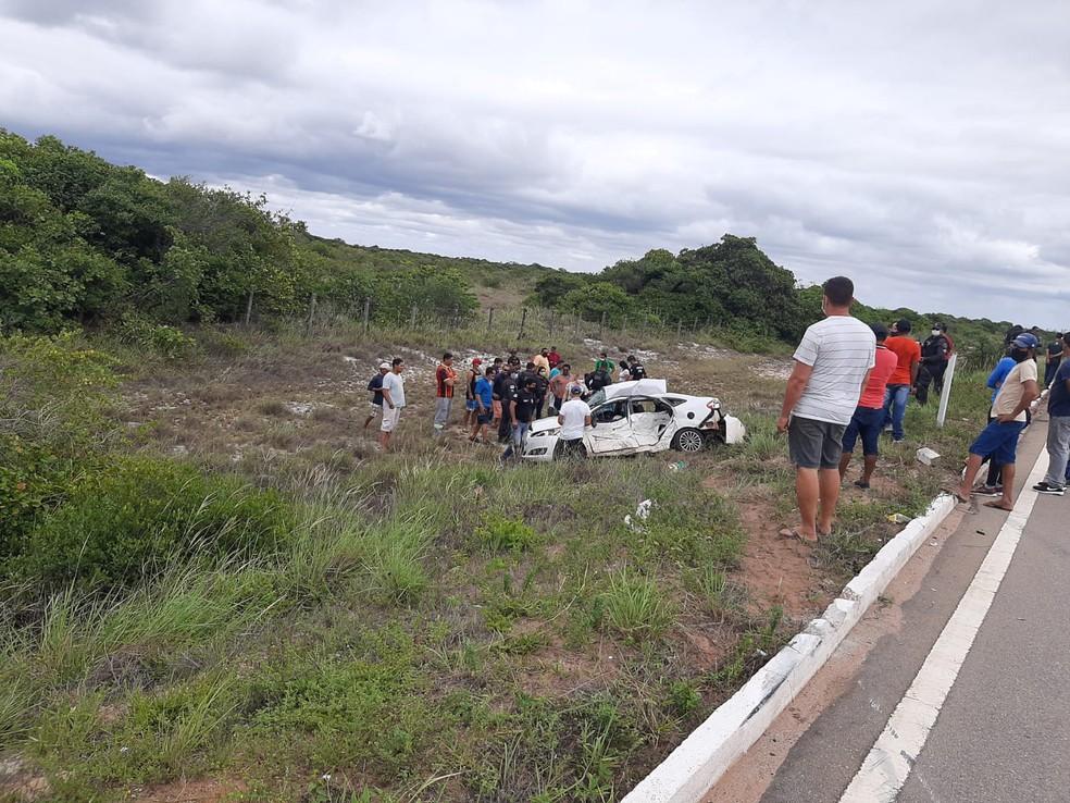 Casal morreu após batida de carro e ônibus de passeio no Litoral Norte potiguar — Foto: Redes sociais
