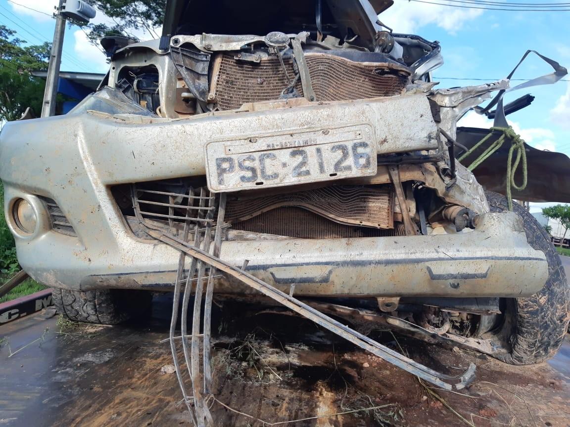 Colisão entre caminhonete e caminhão deixa idoso gravemente ferido na BR-222 no MA