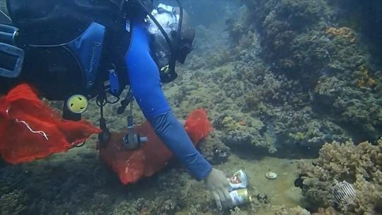 Mergulhadores retiram 48 kg de lixo do mar em Salvador