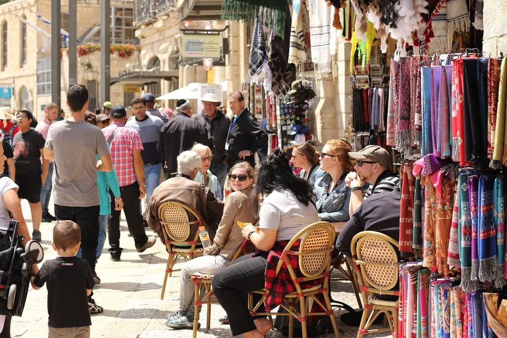Turistas e locais se misturam nas ruas de Jerusalém — Foto: Pixabay