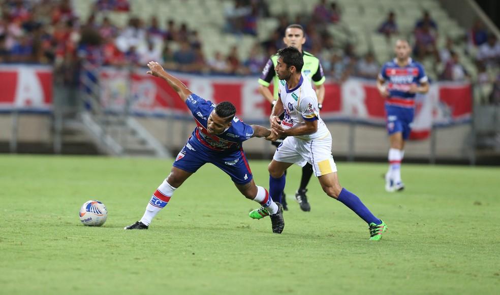 Fortaleza e Iguatu fizeram partida bem equilibrada na Taça Fares Lopes (Foto: Thiago Gadelha/Agência Diário)