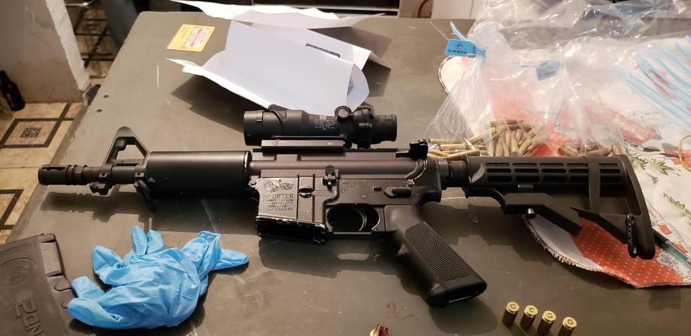 Segundo a Polícia de Jaú, uma das armas apreendidas seria a utilizada no assassinato do policial militar em 2019 — Foto: Polícia Civil/Divulgação
