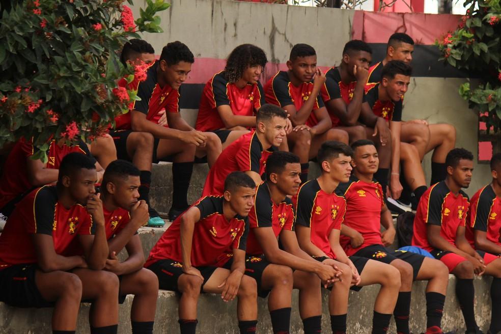 Elenco Sub-17 do Sport em treino da base na Ilha do Retiro — Foto: Reprodução / Sport Club do Recife