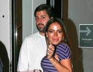 Anitta é fotografada com novo affair em restaurante de Miami