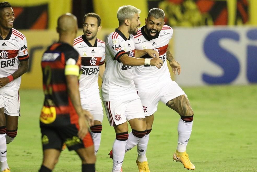 Quarteto ofensivo jogou mais próximo e teve boa atuação — Foto: Marlon Costa/Pernambuco Press