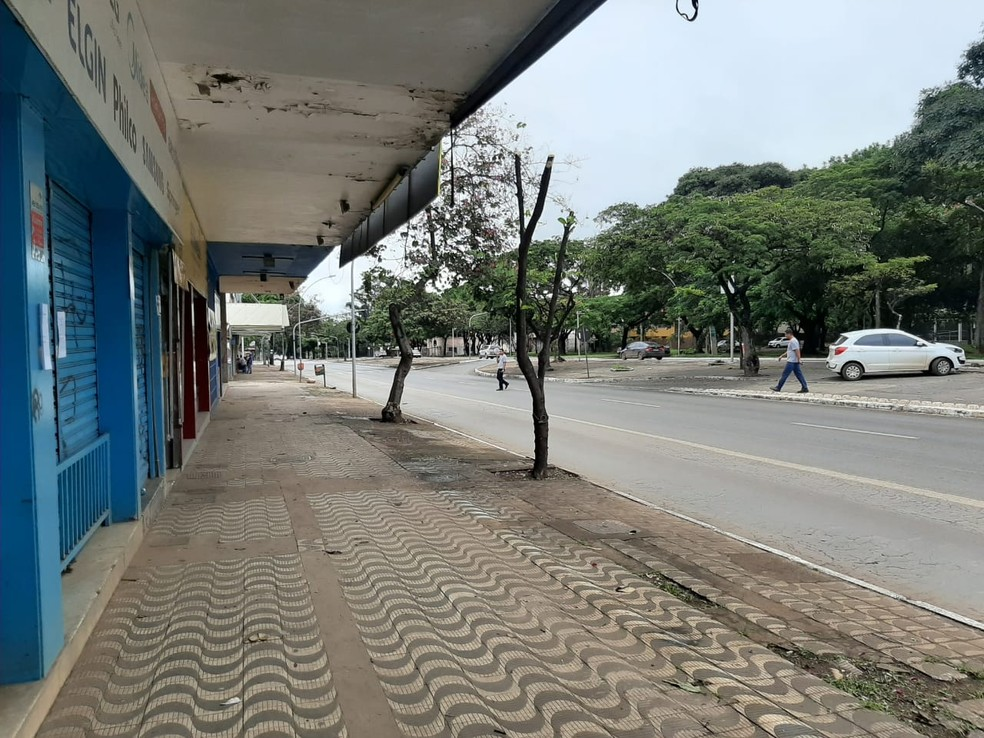 24 de março - Via W3 Sul, em Brasília, tem comércio fechado e trânsito vazio  — Foto: G1/Carolina Cruz