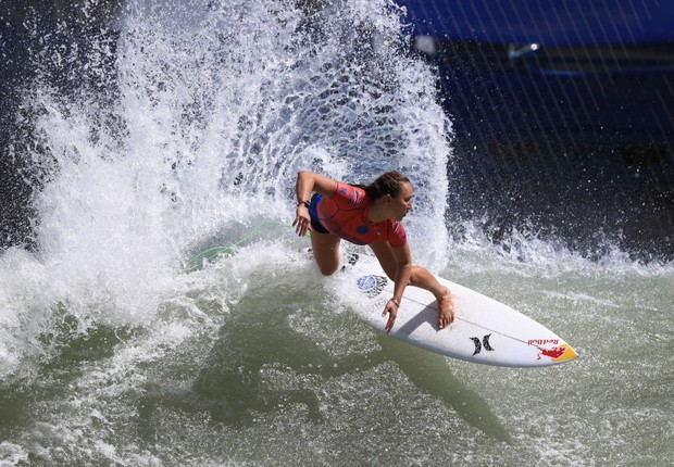 Surfista Carissa Moore na competição deste ano na California. Além da igualdade do prêmio em dinheiro, a Liga Mundial de Surfe também anunciou outras três iniciativas  (Foto: Sean M. Haffey/Getty Images)