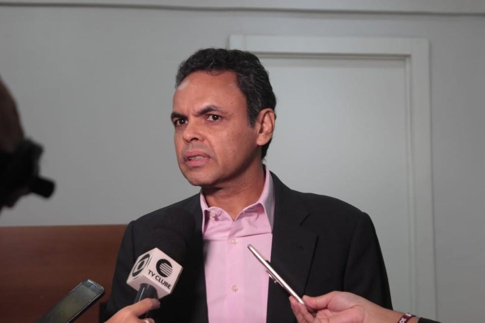 Prefeito Gil Carlos diz que agiu de acordo com a lei — Foto: Gilcilene Araújo/G1