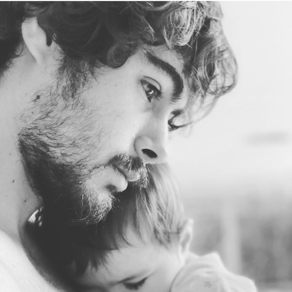 Tatá Werneck posta mensagem divertida para Rafael Vitti no Dia dos Pais — Foto: Reprodução/Instagram