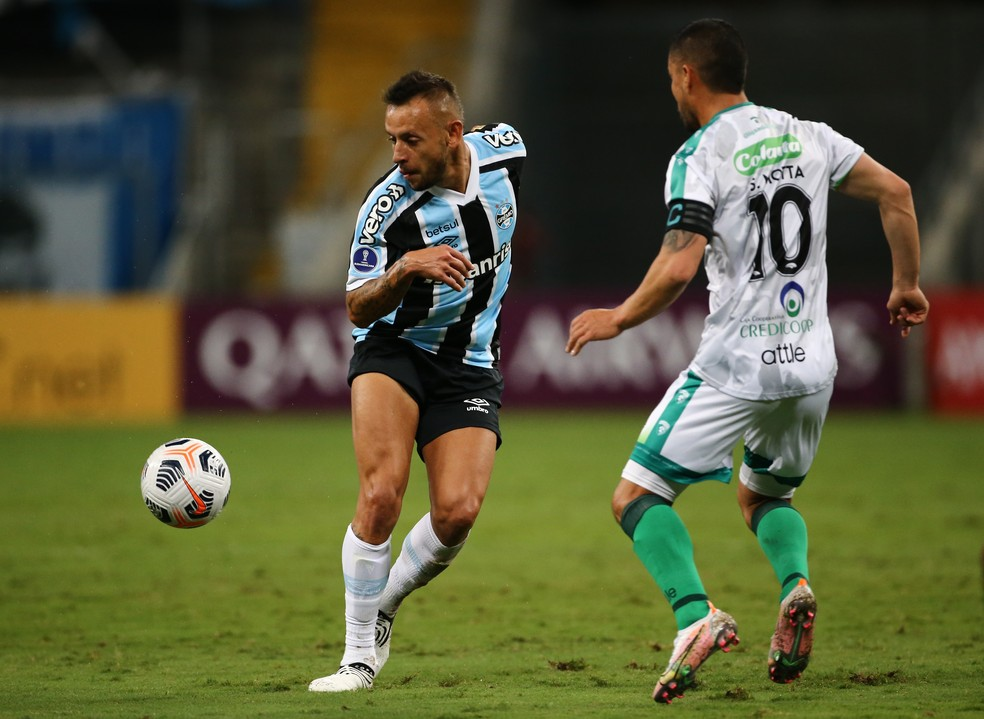 Rafinha mais uma vez se destacou pelo Grêmio — Foto: Reuters