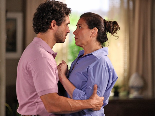 Lilia Cabral e Paulo Rocha em cena de 'Fina estampa' (Foto: Reprodução)