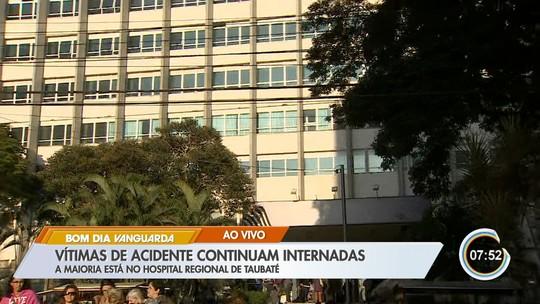 Vítimas de acidente de ônibus com 10 mortos e 51 feridos em estrada de SP seguem internadas