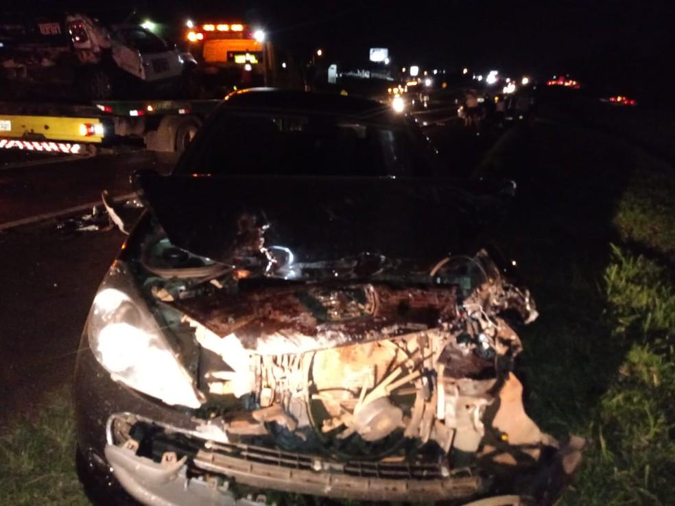 Conforme a PRF, seis veículos se envolveram na batida — Foto: Hugo Mendes
