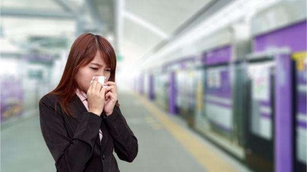 De acordo com o estudo, a gripe se propaga de metrô, de trem, de ônibus... (Foto: Getty Images via BBC News Brasil)