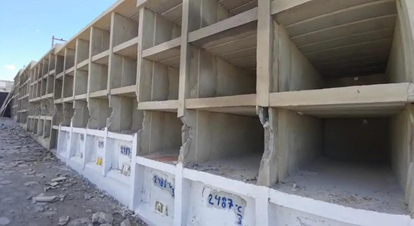Vândalos destroem gavetas do Cemitério do Jardim Esperança, em Cabo Frio, no RJ