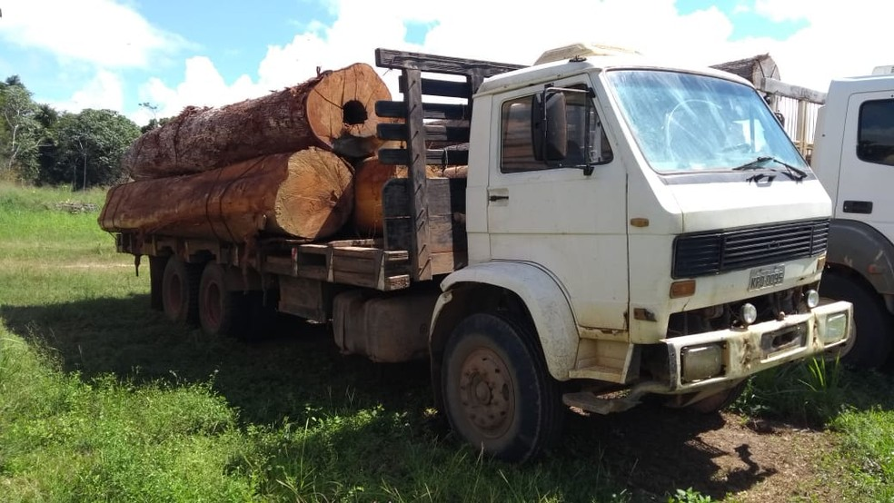 -  Caminhão foi apreendido pelos policiais  Foto: Polícia Ambiental de Jaci-Paraná/4PEL-PA