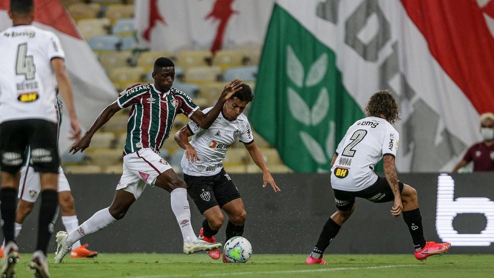 Luiz Henrique em ação em Fluminense x Atlético-MG — Foto: LUCAS MERÇON / FLUMINENSE F.C.