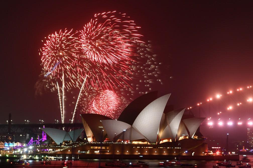 Fogos de artifício marcam as celebrações da chegada de 2020 em Sidney, na Austrália — Foto: AAP Image for City of Sydney/Mick Tsikas/via REUTERS