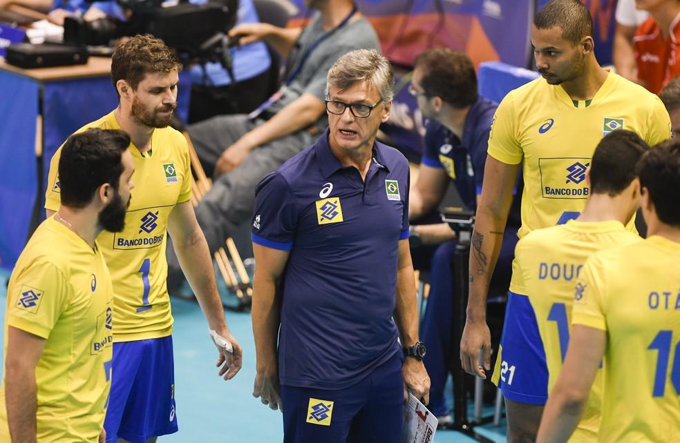 Renan tenta acertar o time durante a partida (Foto: Divulgação/FIVB)