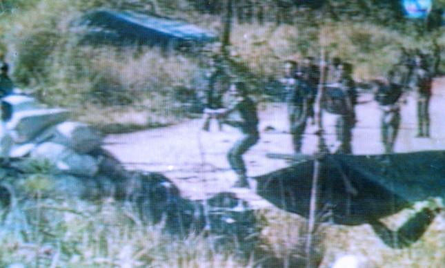 Policiais atiram durante operação que deixou 19 mortos no Sul do Pará, há 25 anos