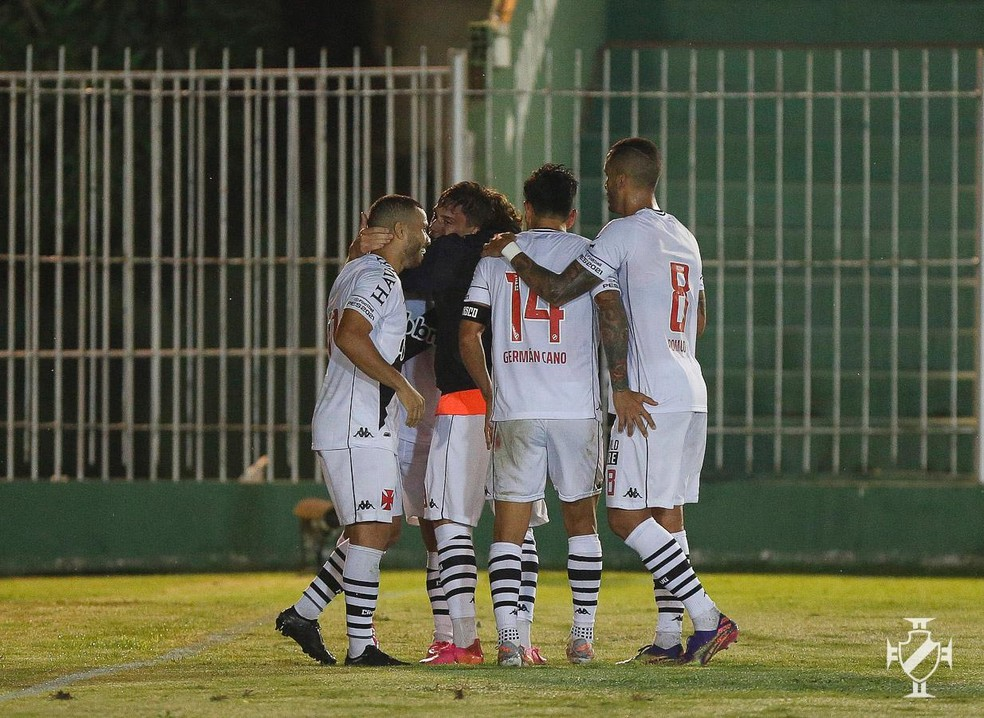 Jogadores do Vasco comemoram gol de Sarrafiore — Foto: Rafael Ribeiro/Vasco