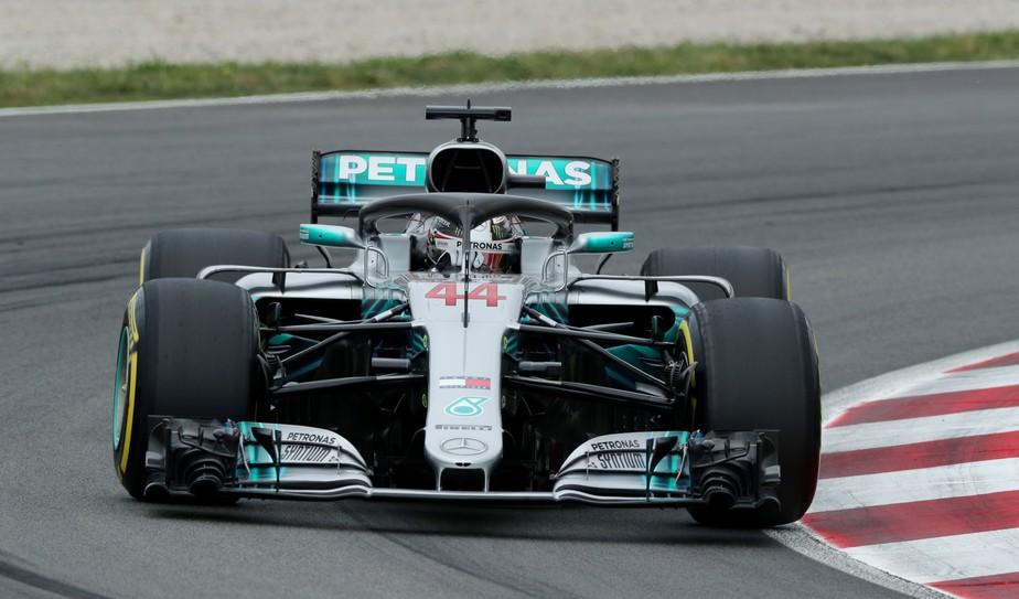 Lewis Hamilton lidera dobradinha da Mercedes no terceiro treino em Barcelona