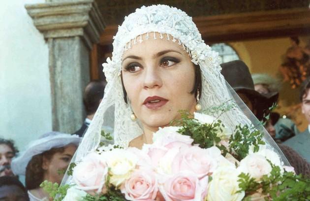 Em sua primeira novela na Globo, 'O cravo e a rosa', Walcyr Carrasco criou a personagem Catarina (Adriana Esteves), que vivia aos tapas e beijos com Petruchio (Eduardo Moscovis) (Foto: Divulgação)