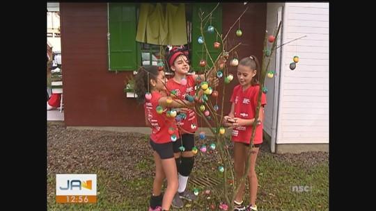 Crianças cultivam tradição alemã na Páscoa de Forquilhinha