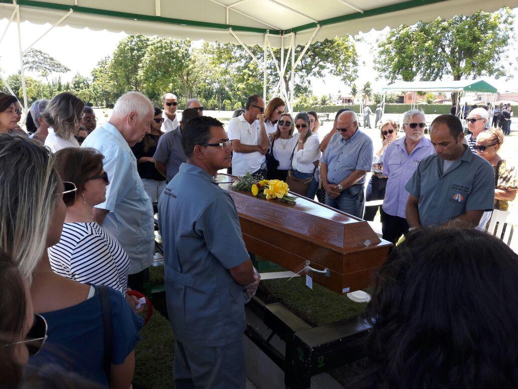 Corpo da arquiteta Maria Alice, morta em Olinda, é sepultado em Maceió