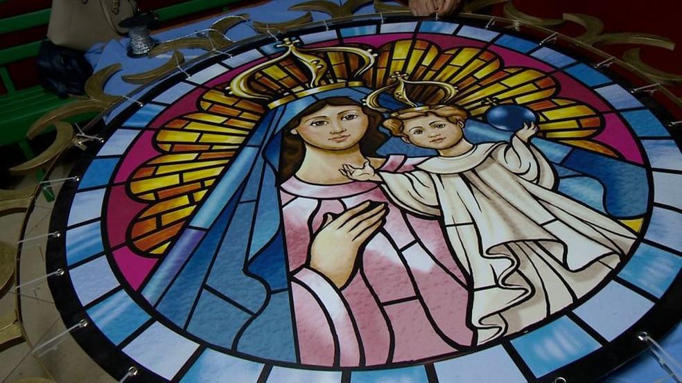 Pintura de Nossa Senhora da Penha que fica na cruz do terço — Foto: Reprodução/TV Gazeta