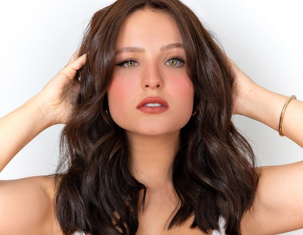 Larissa Manoela mudou visual e ficou morena para atuar em nova novela da TV Gloob (Foto: Luana Chaves)