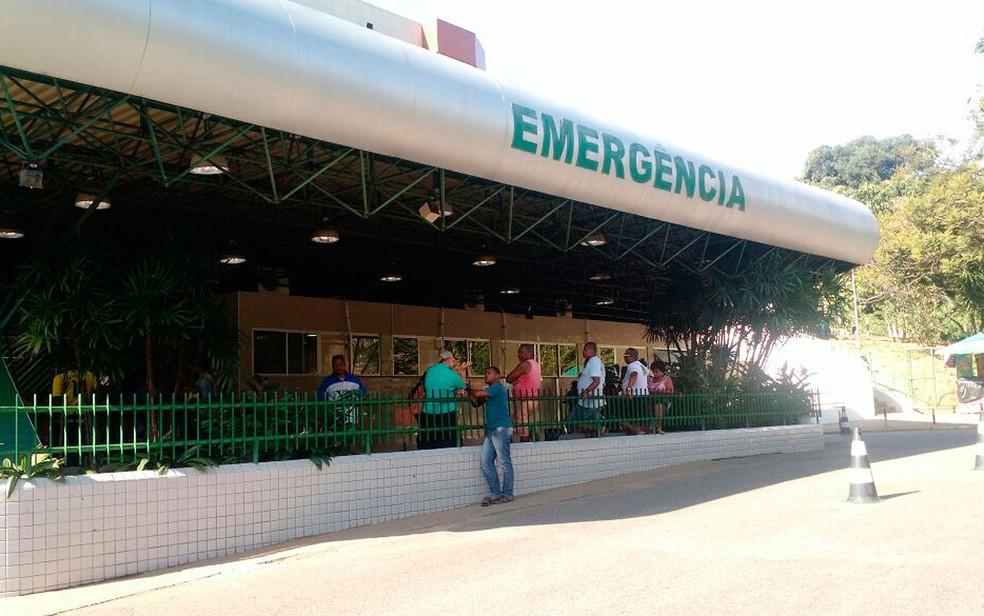 Bebê foi transferido para HGE, após dar entrada no Hospital Eládio Lasserre (Foto: Ramon Ferraz/Tv Bahia)