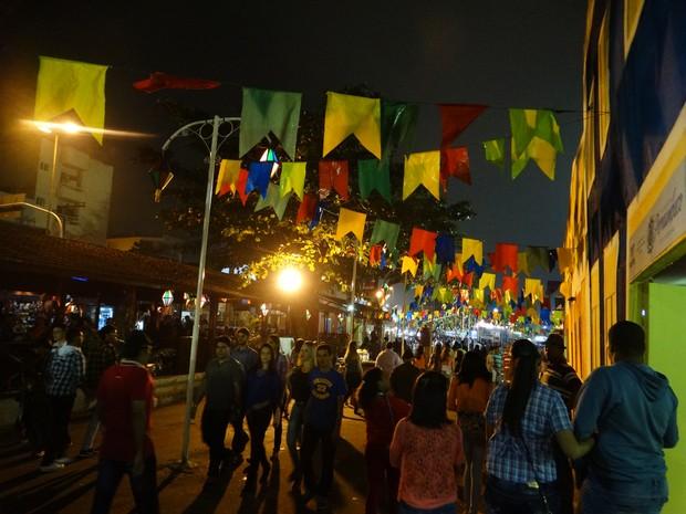 Alguns forrozeiros preferiram festejar o São João no pátio da antiga Estação Ferroviária em Caruaru (Foto: André Hilton / TV Asa Branca)