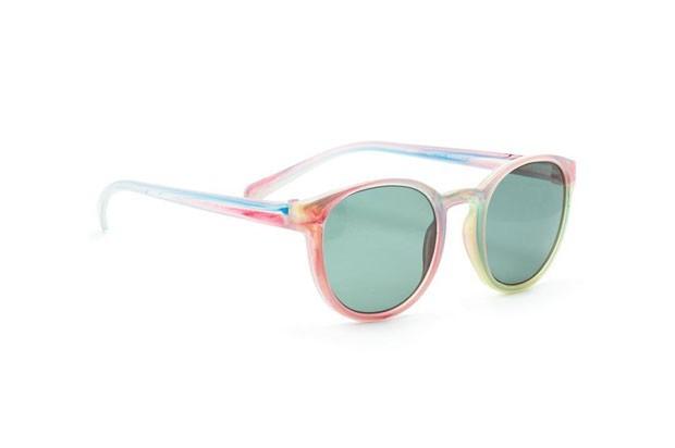 Marca recicla brinquedos para produzir óculos de sol personalizados