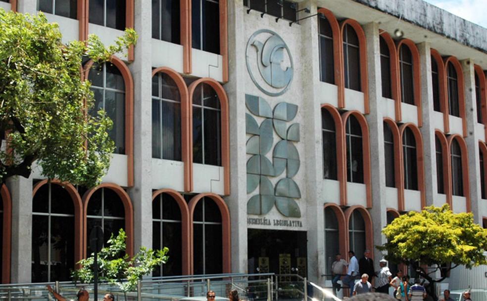 Após seis dias de trabalho em 2020, ALPB suspende atividades para reparos  no ar-condicionado | Paraíba | G1