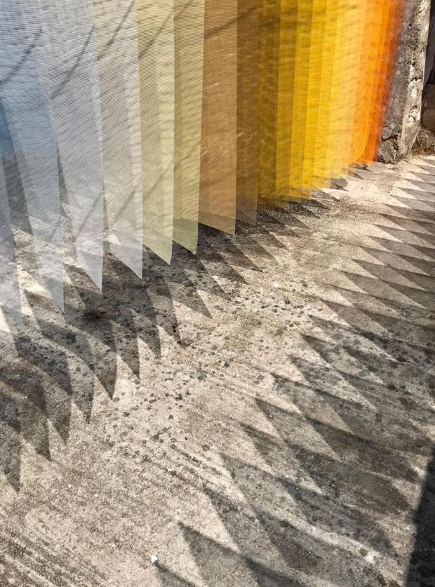 Instalação fascinante usa cores em ruína (Foto: Reprodução/Divulgação)