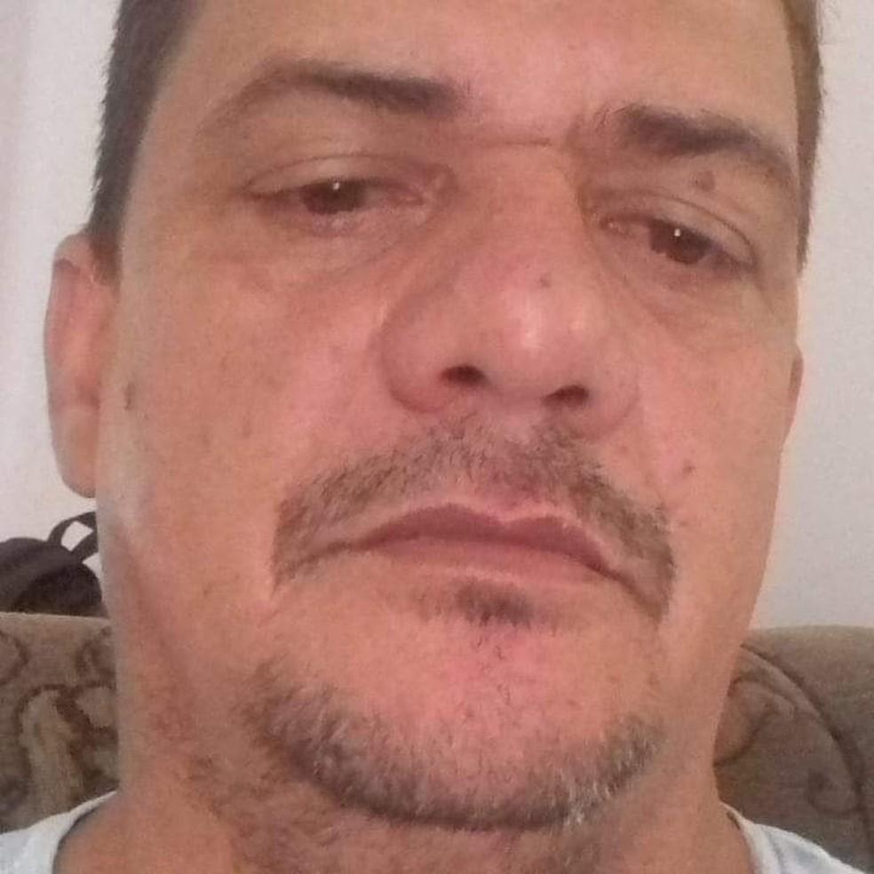 Taxista Julho Cesar Rodrigues, de 44 anos, morreu durante a madrugada a caminho de um hospital em Cáceres — Foto: Facebook/Reprodução