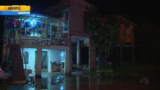 Chuva e vento danificam casas e interditam pontes no Rio Grande do Sul