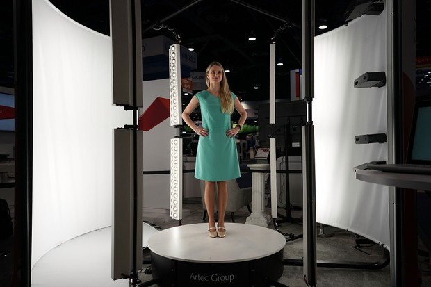 LAS VEGAS, NV - JANUARY 09:  A woman participates in a 3D full-color body scanning in the Artec Shapify Booth during CES 2018 at the Las Vegas Convention Center on January 9, 2018 in Las Vegas, Nevada. CES, the world's largest annual consumer technology t (Foto: Getty Images)