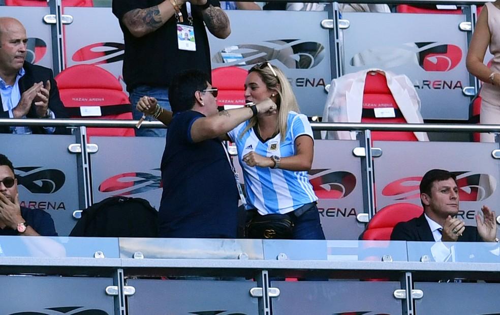Maradona comemora gol de Di María (Foto: REUTERS/Dylan Martinez)